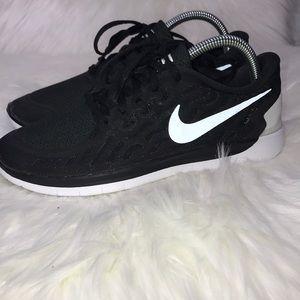 Nike Free 5.0 (GS) Training Shoes Black/White 7Y